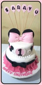 2-tier Minnie Mouse Bow cake