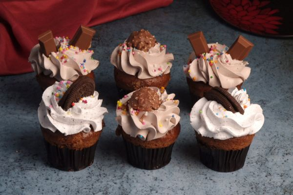 Assorted Premium Cupcakes - Pack of 6 - 3 Flavors