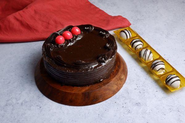 Buy Amazing Chocolate Truffle Cake | Get Red Velvet Shots Pack Of 5 Free