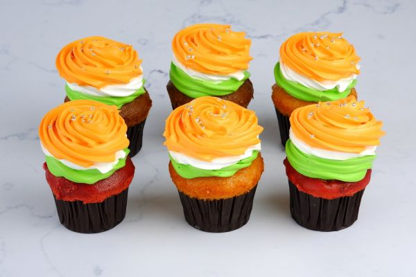 TRICOLOR Cup Cake