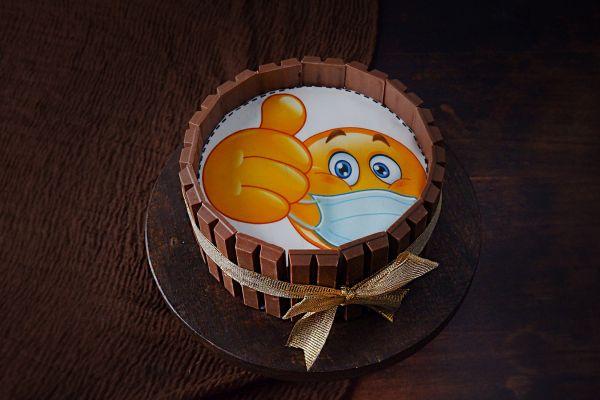 KitKat Photo Cake